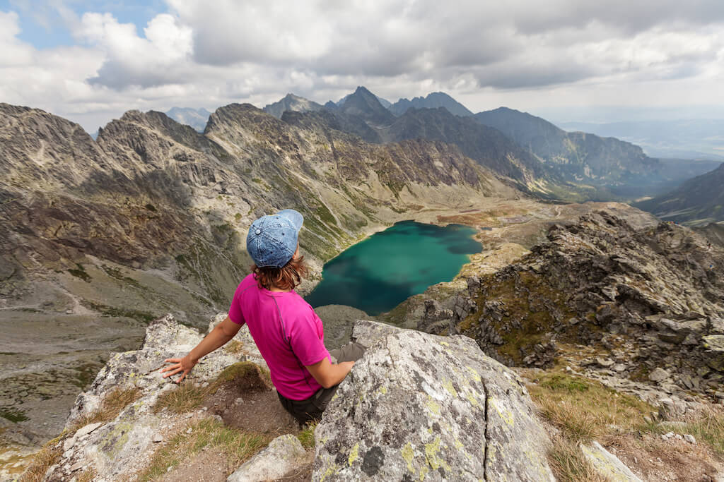 hiking-woman-admiring-the-beauty-of-rocky-tatra-P6ZW5PF